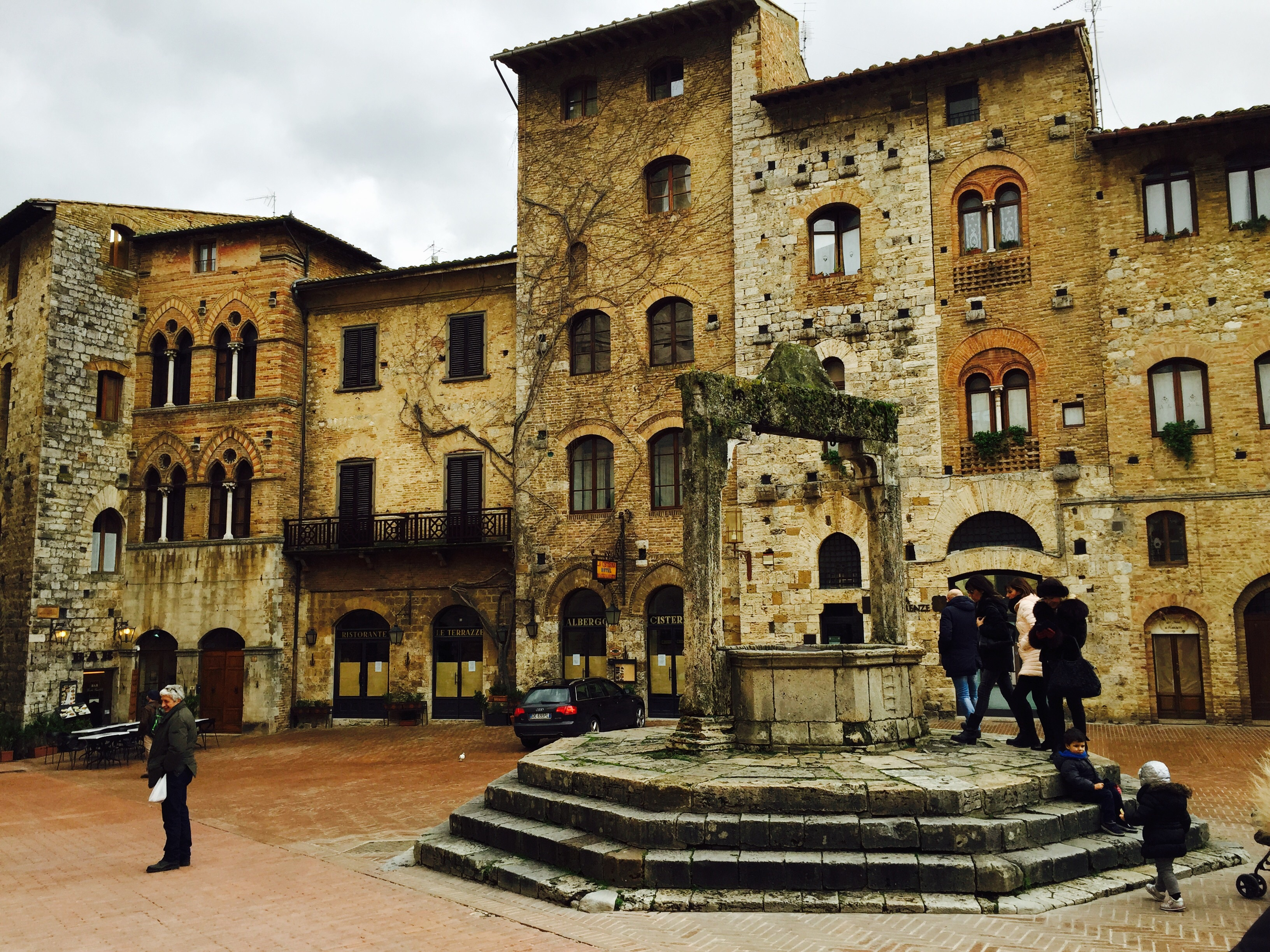 San Gimignano in Tuscany: 6 friends, 1 weekend, 5 Kilos gained enjoying it!