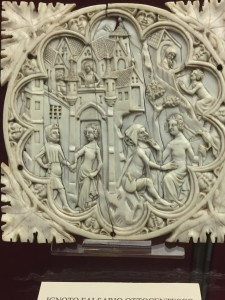 Ivory works of art used to cover a little mirror